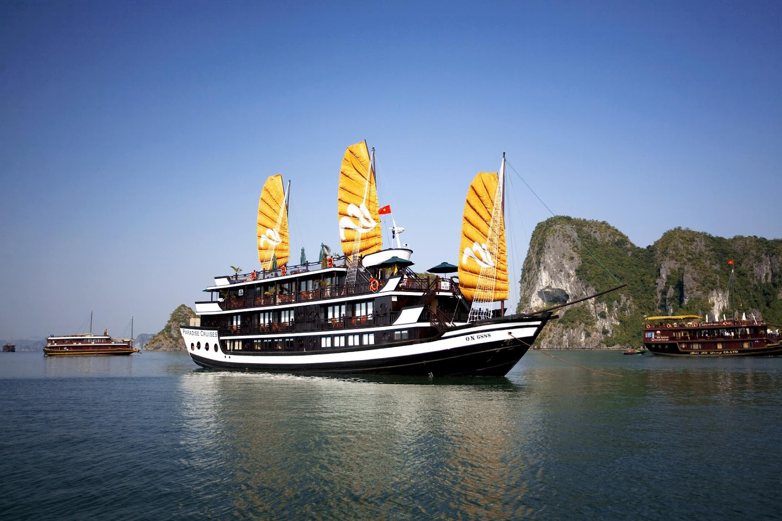 Cruise tour on Ha Long Bay